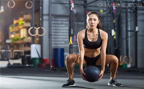 女人深蹲的健身作用 练出性感翘臀