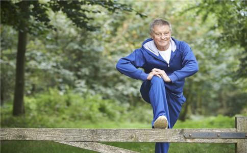 老年人压腿可健身 要注意5点
