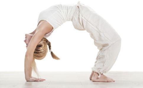 经期做什么瑜伽可以减肥 适合经期的减肥瑜伽有哪些 经期可以做瑜伽吗