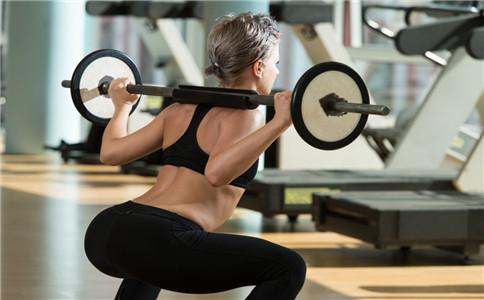 负重深蹲的健身作用 可强健心肺