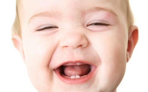 鹅口疮与口腔溃疡的区别是什么 什么是鹅口疮 宝宝鹅口疮怎么办
