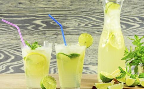多喝柠檬水可以预防肾结石 预防肾结石的方法有哪些 哪些方法可以预防肾结石