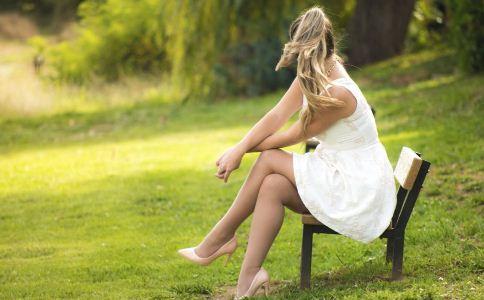 20岁前穿高跟鞋的坏处 长期穿高跟鞋的危害 为什么少女不宜穿高跟鞋