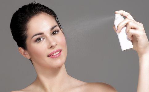 夏季如何为肌肤补水 保湿喷雾怎么用 保湿喷雾的错误使用方法