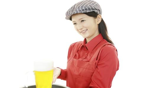 夏季喝啤酒的注意事项 夏季喝啤酒的好处 夏季怎么喝啤酒健康