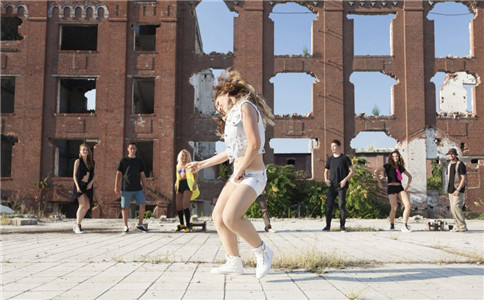 少儿练街舞好处有哪些 教少儿街舞有什么意义 街舞有哪些种类