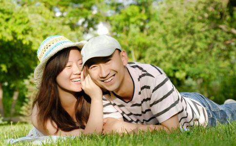 怎么逗女人开心 男人怎样逗老婆开心 逗老婆开心的方法