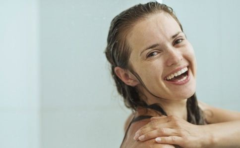 女人不宜洗澡的时间段 女人如何正确洗澡 女性洗澡的正确方法