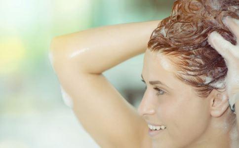 睡前洗头有什么不好 如何健康洗头 怎么洗头更健康