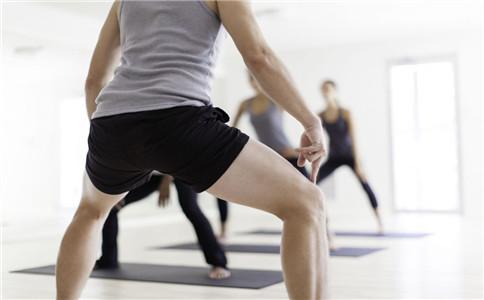 深蹲膝盖疼的原因 正确的深蹲动作
