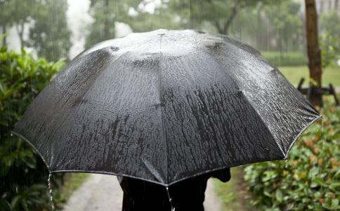 孕妇下雨天 雨天出行 孕妈出行要注意什么