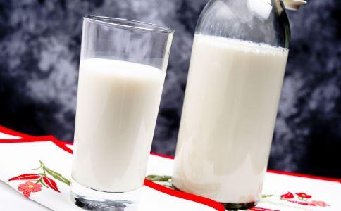 夏季减肥可以喝牛奶吗 牛奶怎么喝可以减肥 喝牛奶减肥的方法