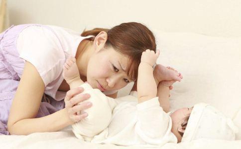 缓解初生婴儿便秘的方法 初生婴儿便秘怎么办 初生婴儿便秘吃什么