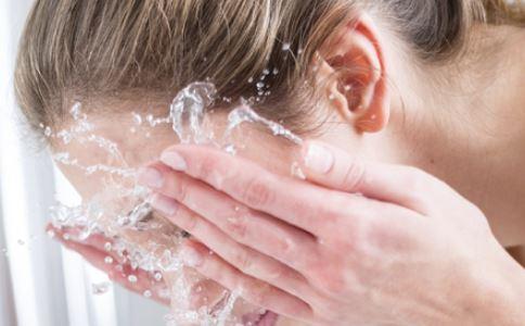 白醋洗脸的方法 白醋洗脸的作用 白醋洗脸能美白吗