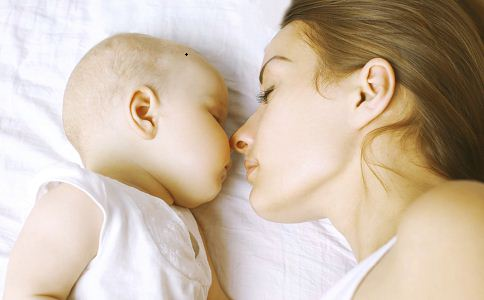 怎么判断婴儿上火 怎么看婴儿是否上火 怎么看宝宝上火