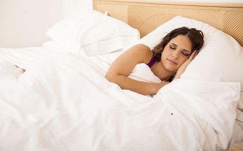 孕晚期睡姿 孕期睡姿 孕晚期最佳睡姿图