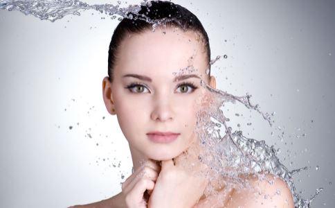 夏季如何保湿 夏季补水保湿的方法 夏季护肤的方法
