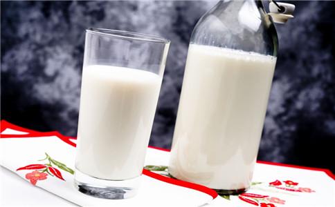 哪些人宜喝牛奶 哪些人不适合喝牛奶 喝牛奶有什么好处