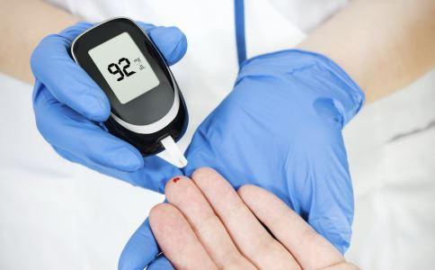 糖尿病发生并发症的信号有哪些 糖尿病如何自检 如何分辨