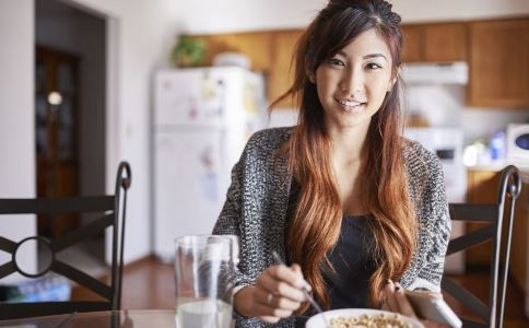 晚上少吃可以减肥吗 晚上吃什么可以减肥 健康减肥的方法