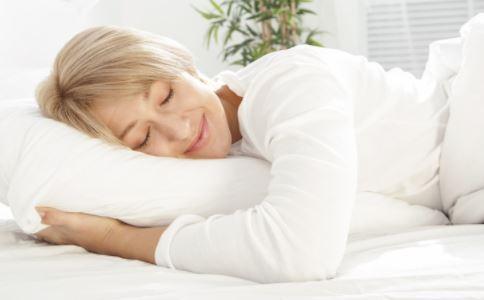 老人适合裸睡吗 哪些人不宜裸睡 裸睡的原则是什么