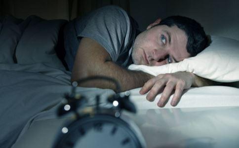 夏季老睡不好怎么办 夏季老睡不好吃什么 如何快速入睡