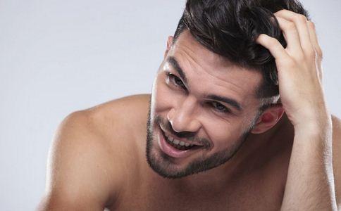 男人头皮屑多怎么办 男人头皮屑多怎么解决 解决男人头屑的偏方