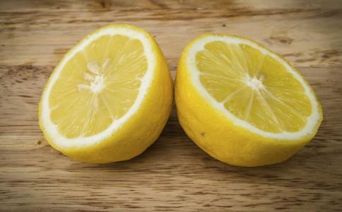 用什么泡水喝排毒养颜 女人吃什么水果排毒 排毒水果有哪些