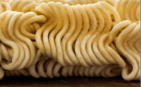 违规 方便面 食品 面的 方便 产生 导致 添加剂 由于 纤维 过程