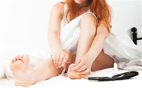 什么原因会引起脚气 脚气的症状有哪些 脚气怎么治疗