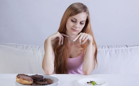减肥睡前可以吃东西吗 晚上吃东西会长胖吗 睡前吃什么可以减肥