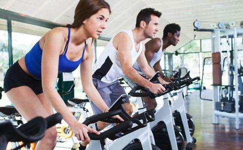 男性骑自行车的健身误区 骑自行车锻炼的误区有哪些 骑自行车健身的好处是什么