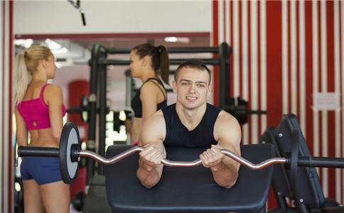 杠铃弯举怎么练肱二头肌 肱二头肌怎么练 肱二头肌有哪些锻炼方法