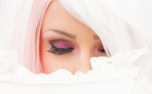 头发变白是什么原因引起的 头发变白的原因 头发变白吃什么好