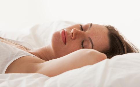 袜子睡觉 中医建议穿袜子睡觉 夏季如何保证睡眠质量