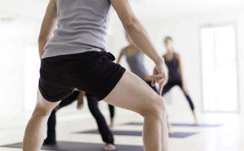 翘臀怎么练 深蹲的好处 怎样才能拥有翘臀