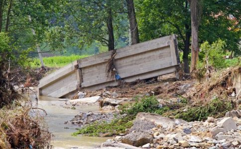 遇到泥石流要如何自救 泥石流的自救方法有哪些 遇到泥石流要怎么办