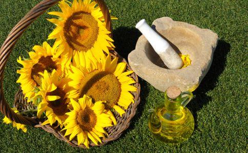 白带发黄是怎么回事 白带发黄有腥臭味的原因 白带发黄的食疗方法