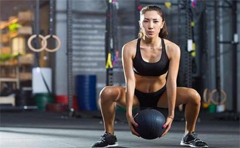 做深蹲膝盖响怎么办 正确深蹲动作怎么做 做深蹲有哪些好处
