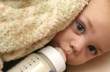 刚出生婴儿奶粉量多少合适?喂养知识新妈必看