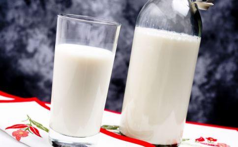 喝牛奶要注意什么 哪些人不能喝牛奶 牛奶怎么喝好