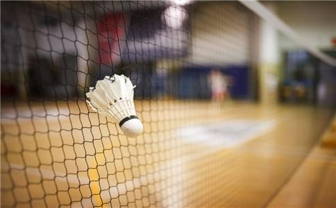 女人打羽毛球好处多 健身又益智