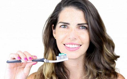牙齿发黄怎么办 牙齿发黄如何美白 牙齿发黄的美白方法
