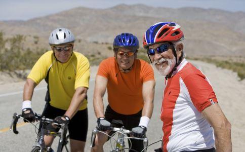 快步走对心脏的好处是什么 游泳骑车能预防心血管疾病吗 老人持什么对心脏有益