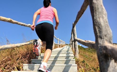 如何通过爬楼梯自测亚健康 亚健康如何自测 自测亚健康有什么方法