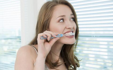 如何美白牙齿 美白牙齿的方法 美白牙齿的食物
