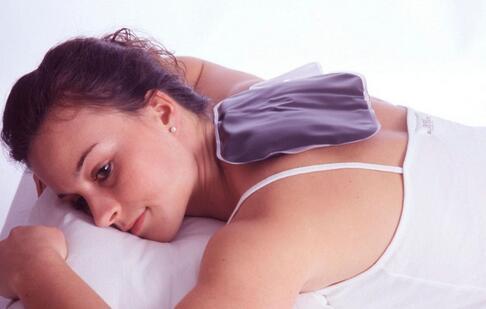 落枕的原因 如何缓解落枕 导致落枕的原因有哪些
