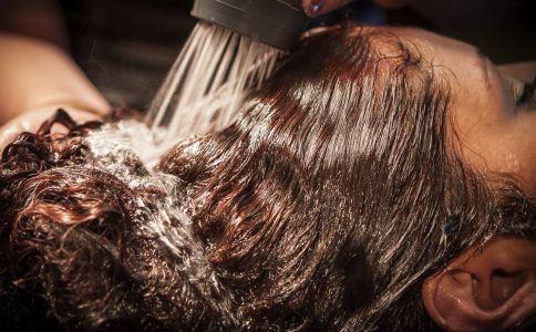 烫头发会过敏吗 染头发会过敏吗 烫头发过敏怎么办