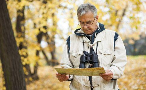 老人爬山的注意事项 哪些老人不宜爬山 老人爬山前要准备什么