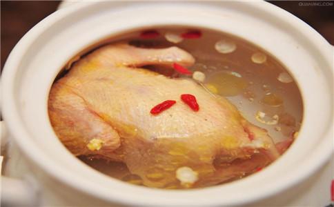 如何炖鸡汤更营养 夏季如何炖鸡汤 鸡汤有什么营养